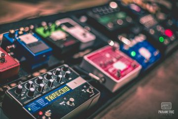 800px-eventide_timefactor_on_pedal_board_recording_heartlyn_rae_parametric_studios